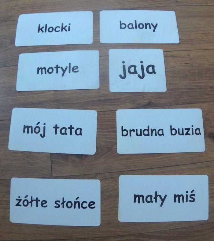 Tata i czytanie globalne w języku polskim (Maja ma 21 miesięcy)