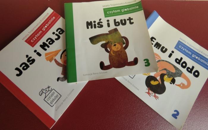 Nieidealne książki do czytania globalnego w języku polskim (Maja ma 22 miesiące)