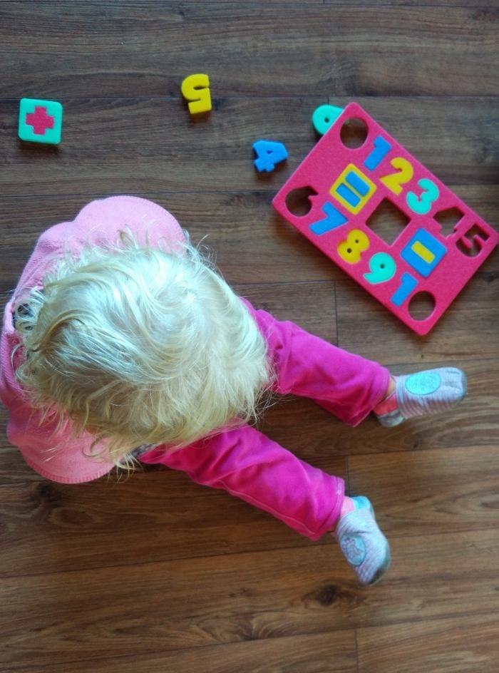 Jak i czemu wspierać kreatywność, logiczne myślenie i jak rozwijać umiejętności matematyczne dziecka, czyli dodatkowe wsparcie metody Domana (Maja skończyła 2 latka)