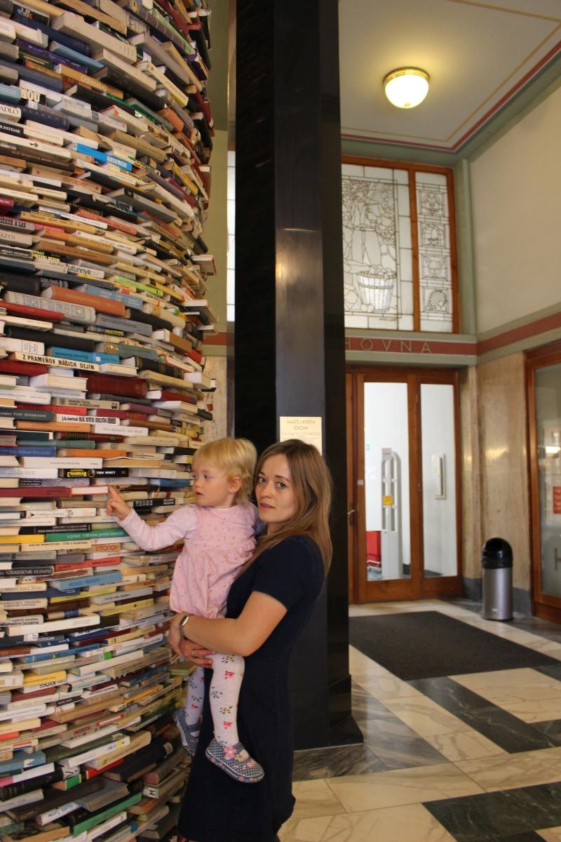 Jak zacząć i kontynuować czytanie globalne z dzieckiem w wieku 18-30 miesięcy